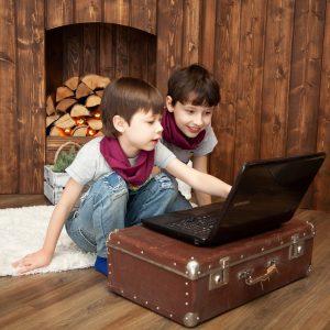 Kinder, Laptop, Koffer, Holz