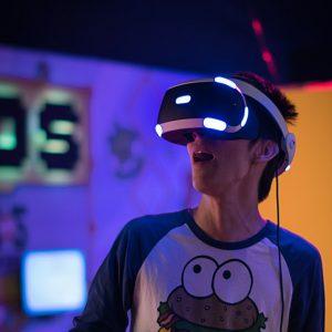 VR Headset Virtuelle Realität Mann Junge