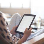 Neue MENTOR Lese-App: LOTTO Hessen und Krimiautorin Nele Neuhaus helfen Schülern