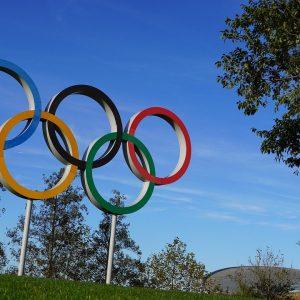 Olympia Ringe in einem Park