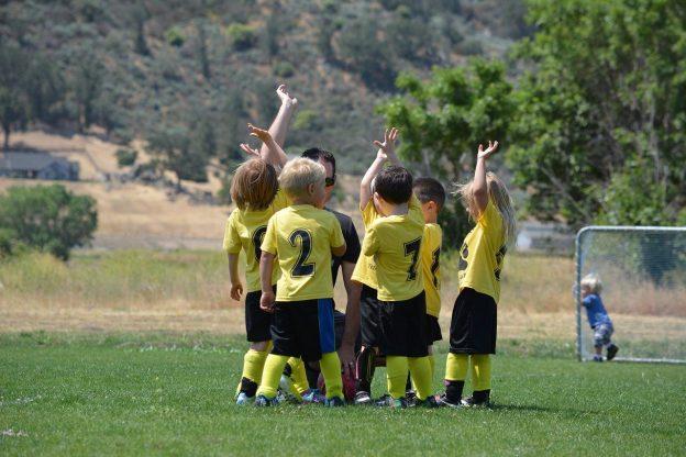 Kinder Fußball Rasen