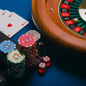 Online-Gluecksspiel Symbolbild