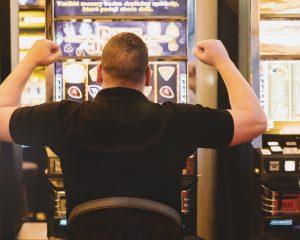 Mann, Spielautomat