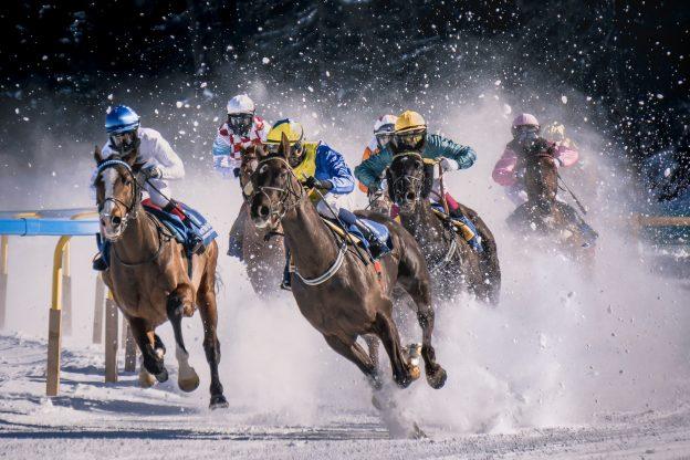 Pferderennen im Schnee