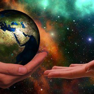 Hände, Erdball, All, Sterne