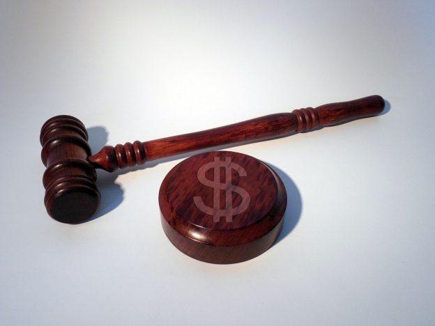 Hammer, Dollarzeichen, Urteil
