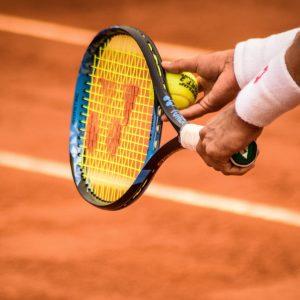 Tennisspieler mit Ball