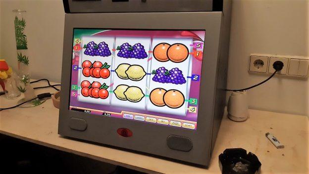 Spielautomat und Bong