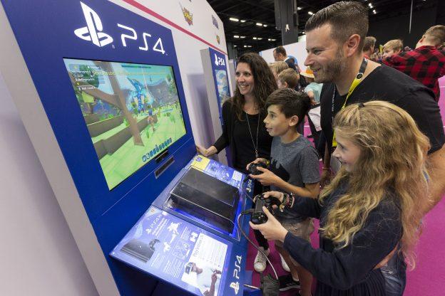 Familie, Videospiel, Konsole, Monitor