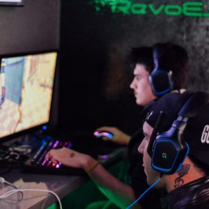 Gamer E-Sportler PCs Gaming Spiele Headsets